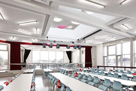 Die Mensa steht sowohl den Schulen zur Verfügung als auch der Öffentlichkeit.Zusätzlich bietet sie Raum für Veranstaltungen