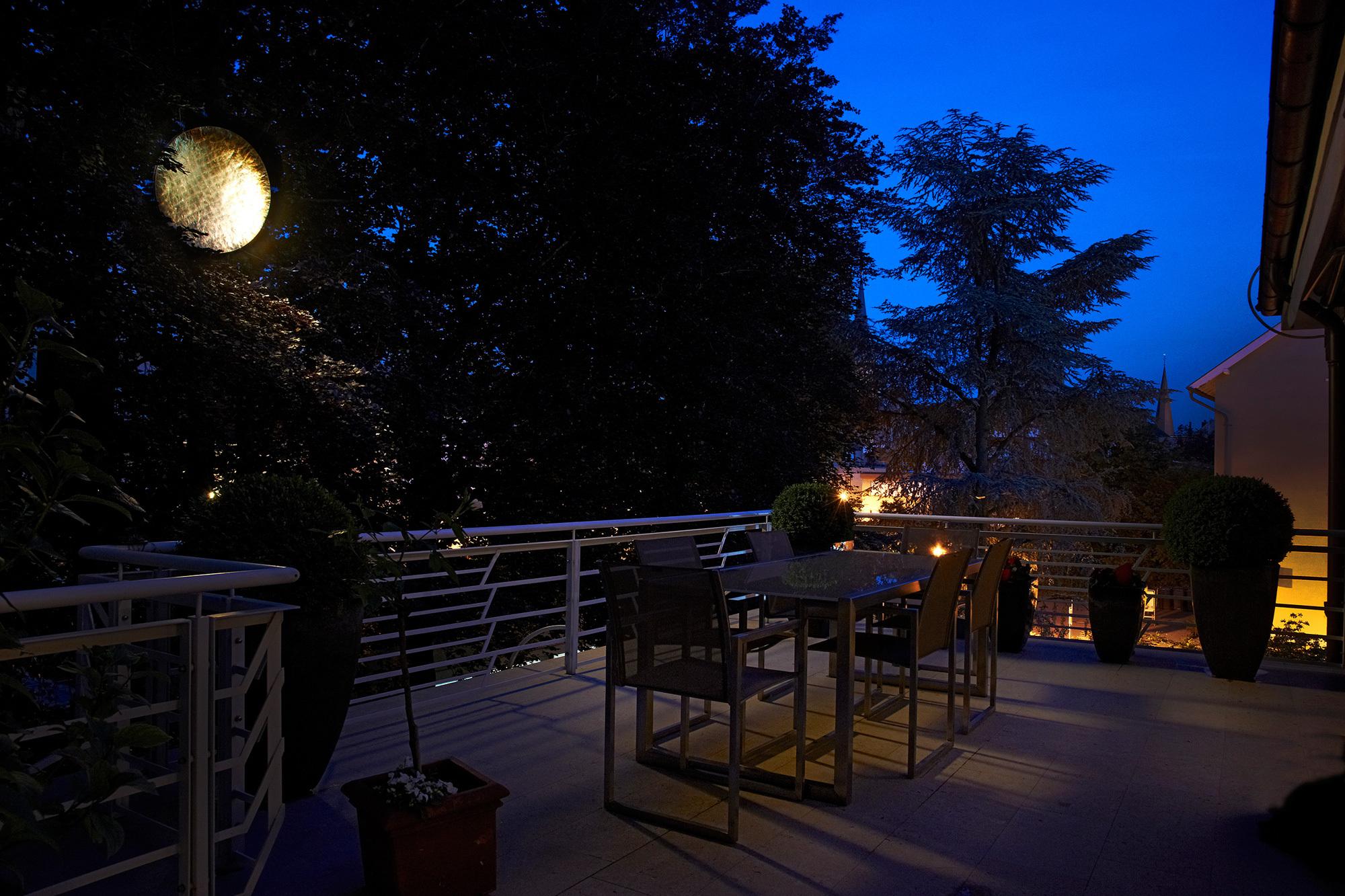 """""""Mondlicht"""" - Reflexionen auf die Terrasse."""