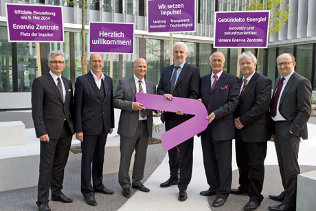 Gruppenfoto mit NRW Bauminister Duin, Bild: ENERVIE – Südwestfalen Energie und Wasser AG