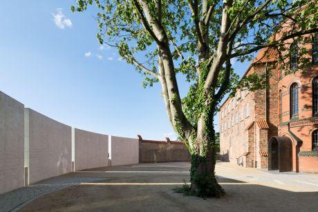 Museal aufbereitete Außenanlagen: ehemaliger Gefängnishof