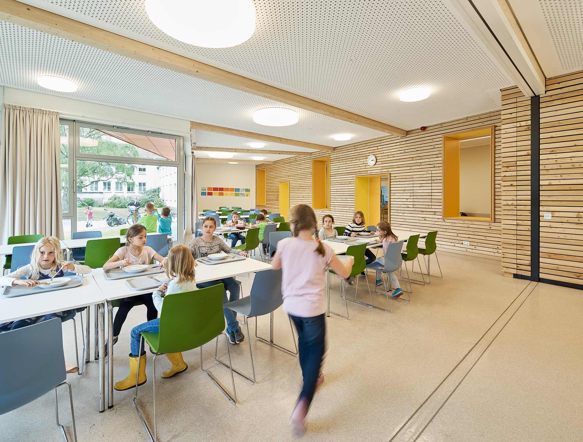 Durch die Trennwand kann ein weiterer Raum abgeteilt und für den Musikunterricht genutzt werden.