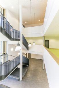 Treppenhaus: Flure dienen nicht nur der Erschließung, sondern können auch als Spielzonen genutzt werden.