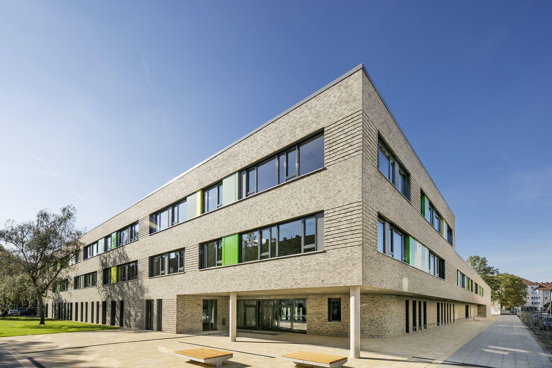 Front: Das neue Bildungszentrum stellt einen entscheidenden Stadtbaustein in der Südstadt dar.