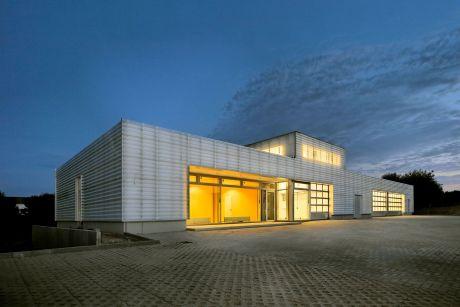 Betriebsgebäude Abwasserzweckverband Schönkirchen (Fotos ©: Bernd Perlbach)