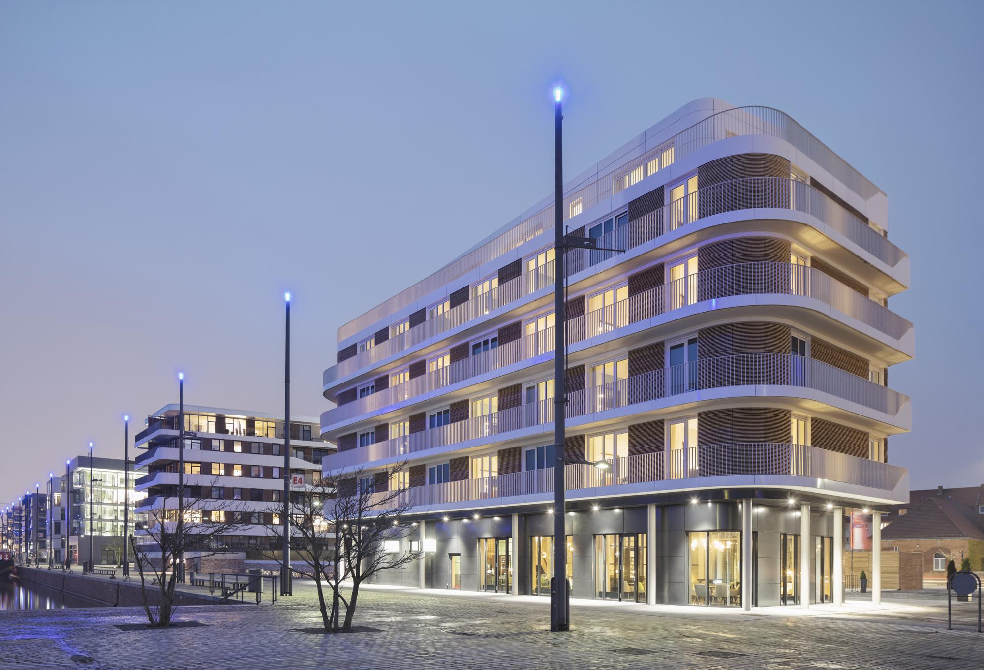 Die Kaje der Auswanderung: Hotel The Liberty (re.) und Wohngebäude Good Times (li.), Foto © Werner Huthmacher, Berlin
