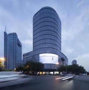 Fassade mit integriertem LED-Screen © Hans-Georg Esch